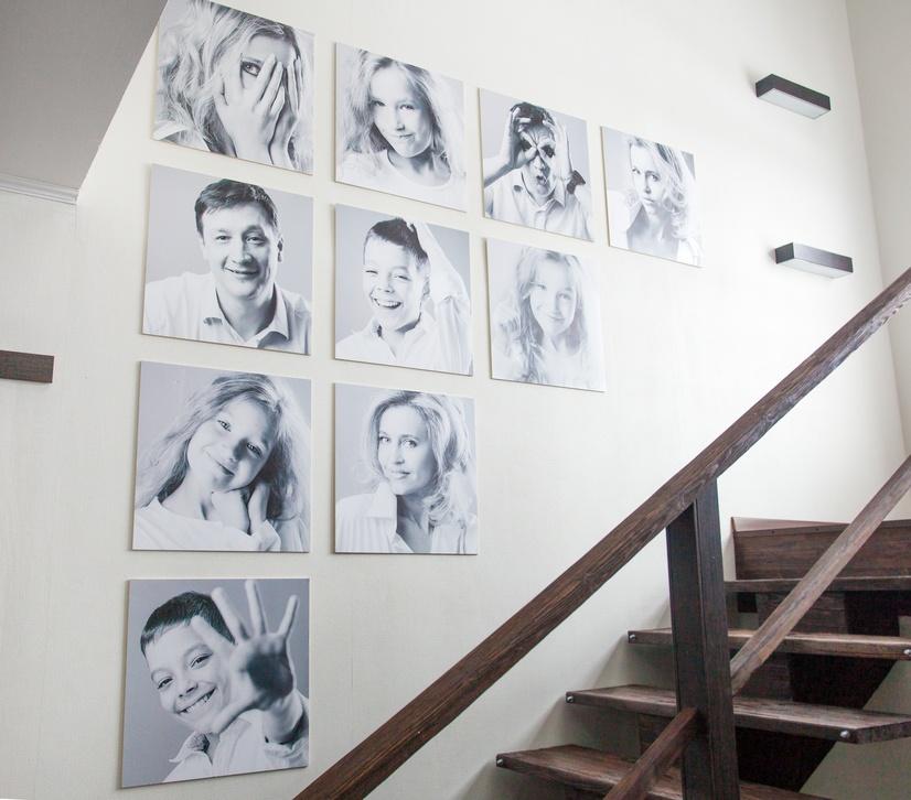 photodune-14441907-family-photos-on-the-wall-s