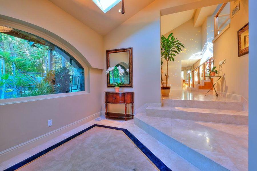 calabasas_home_entry
