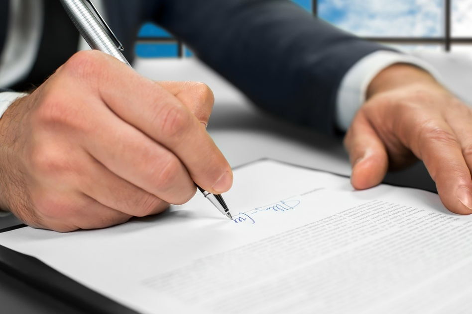 photodune-15360523-notary-signs-papers-at-office-s