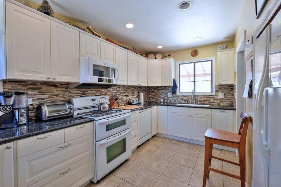5923_Kitchen