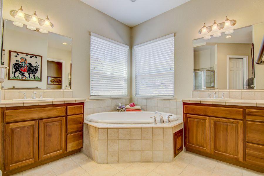 Master_Bathroom-1