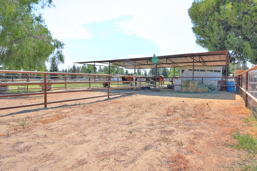 bakersfield-stables