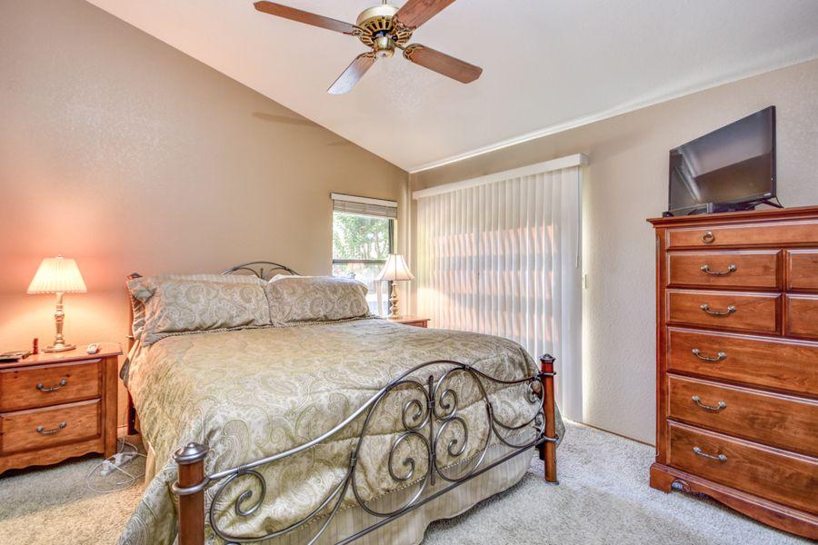 1689-Bedroom