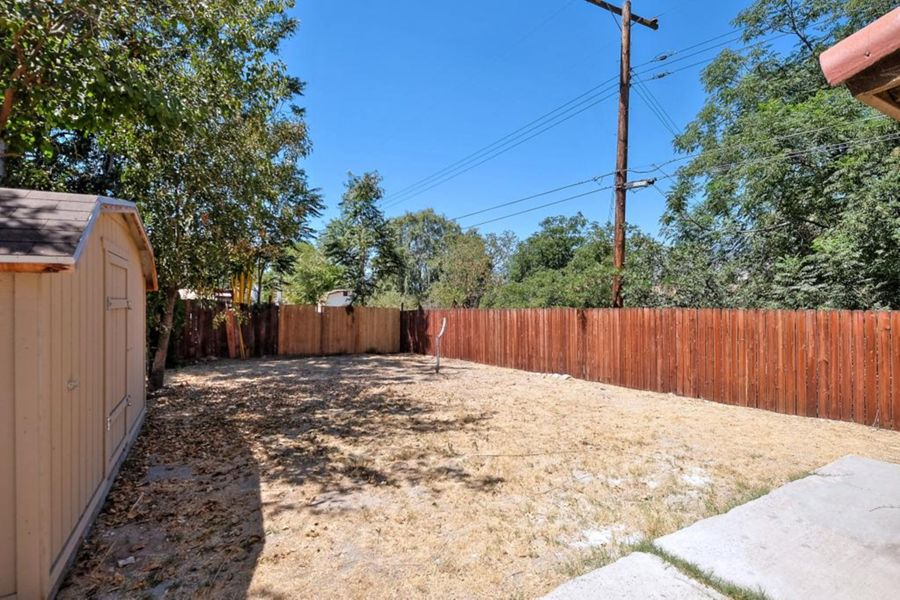 7556-Backyard