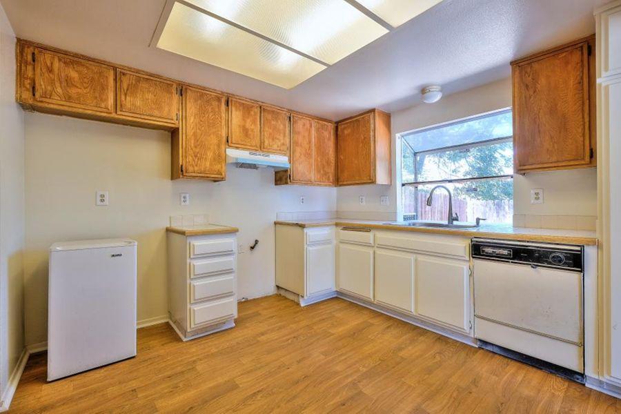 7556-Kitchen