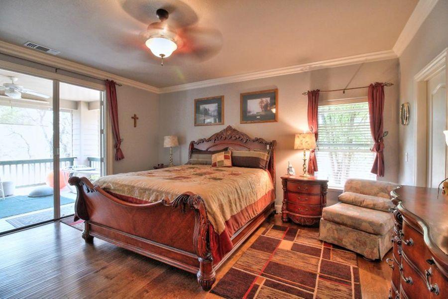 9464-Bedroom
