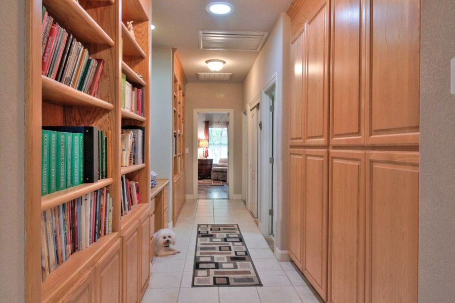 9464-Hallway