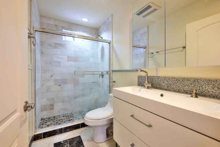 SanPedro_bathroom
