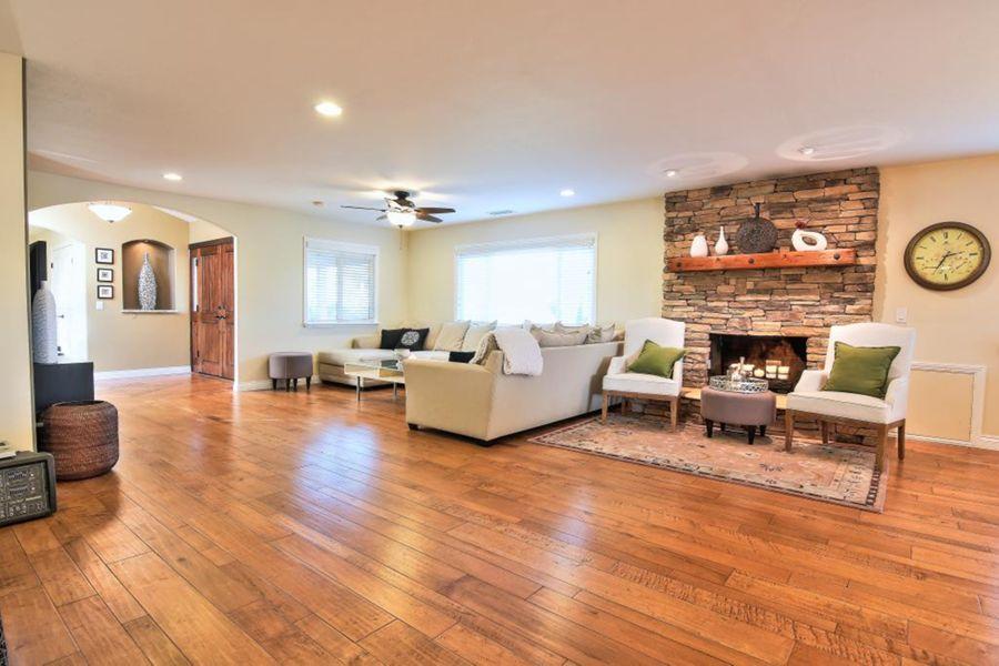 1539 Living Room