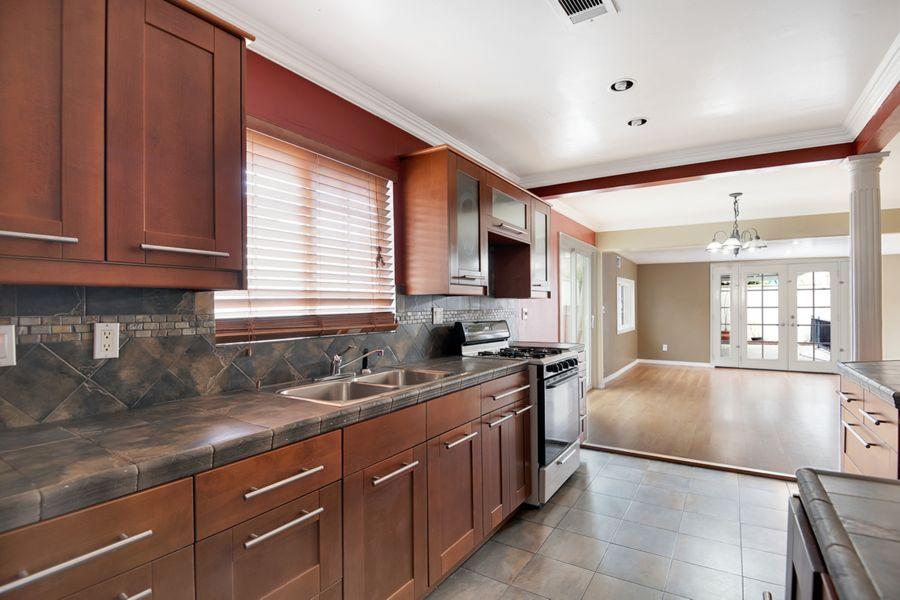 8041 Kitchen