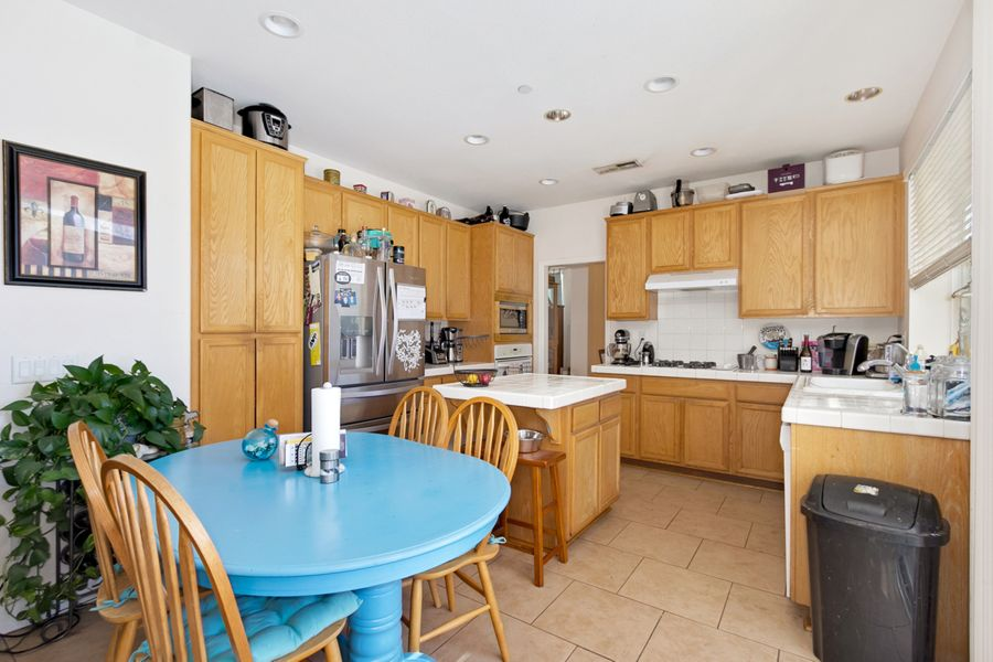 Rancho-Cucamonga-6316-kitchen
