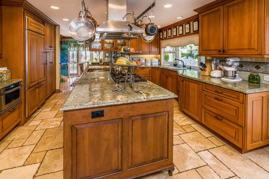 Dana-Point-32772-kitchen