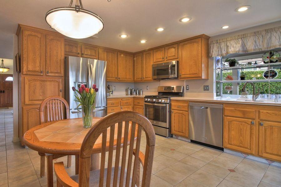 LakeForest-24461-kitchen
