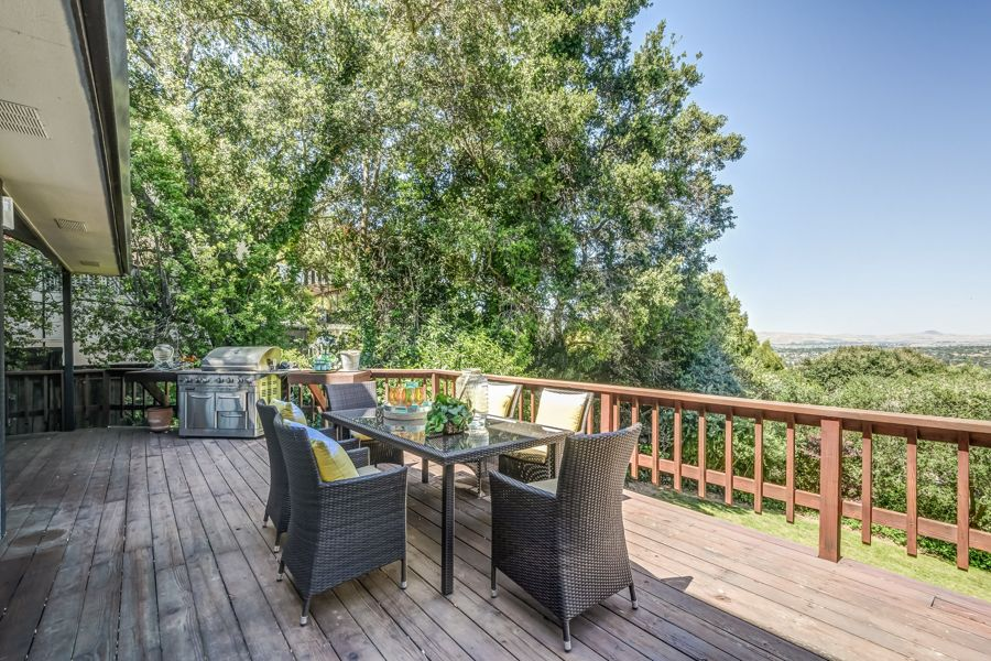 Pleasanton-835-deck