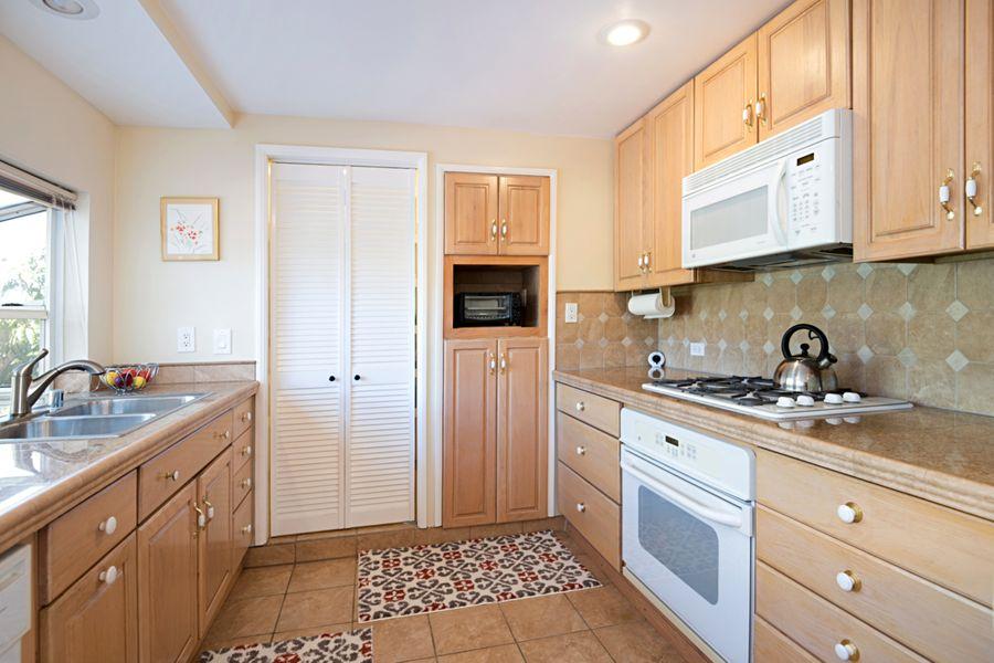 Santa-Ana-18791-kitchen