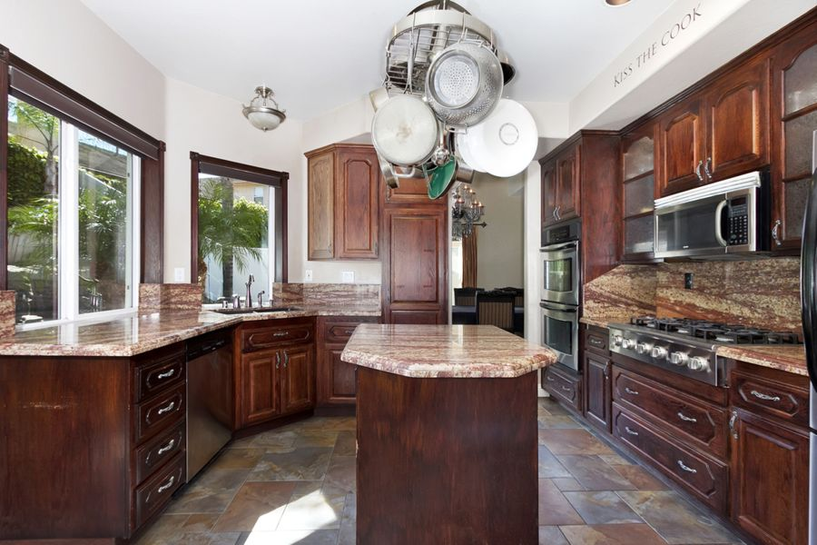 Corona-9137-kitchen
