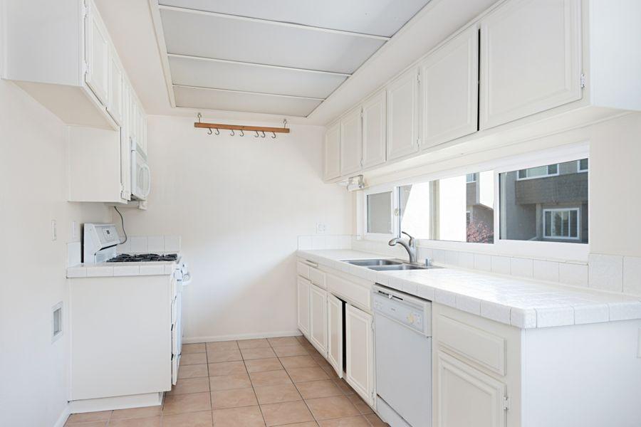 HuntingtonBeach-18769-kitchen
