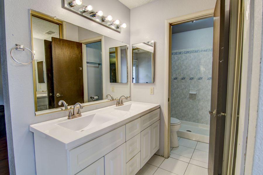 Sacramento-3205-bath