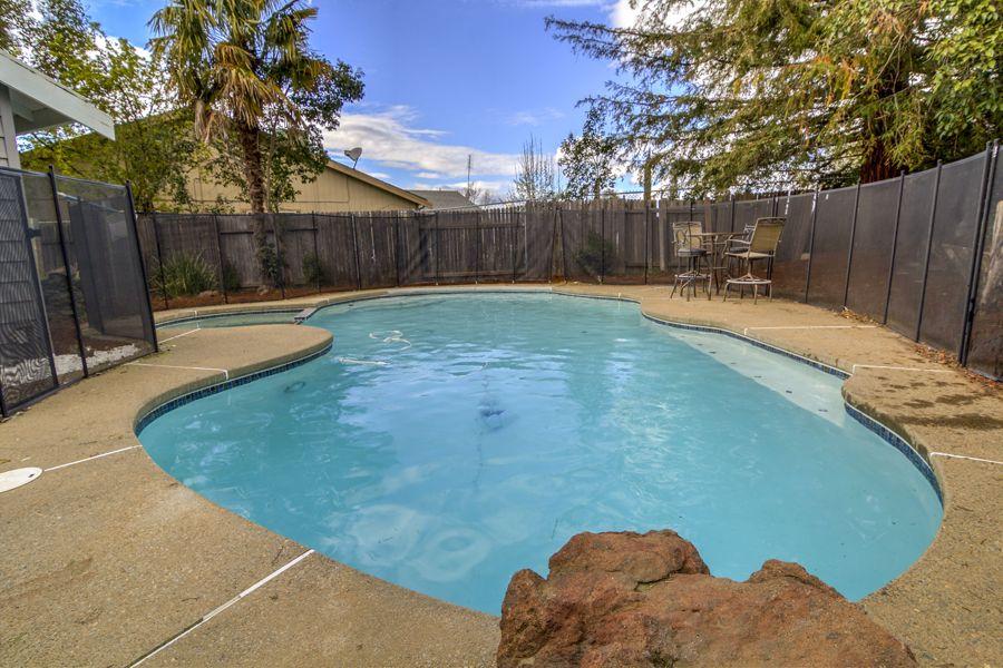 Sacramento-3205-pool