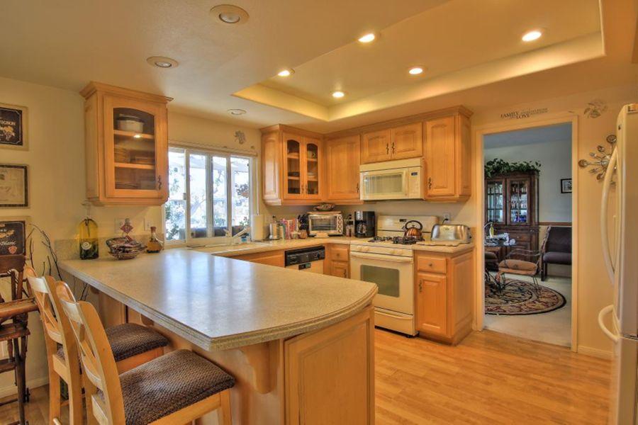 1593 Kitchen