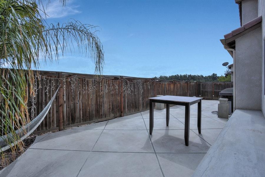 Clovis-1921-patio