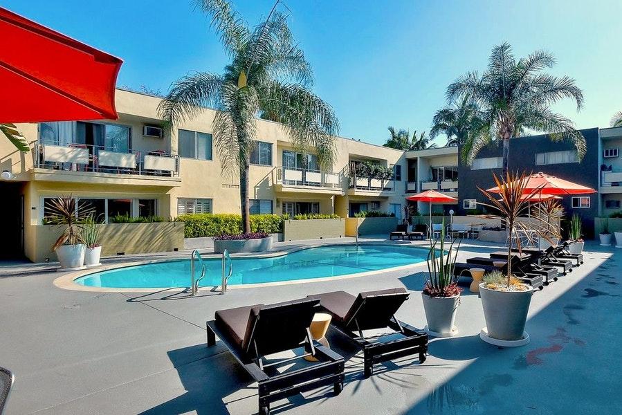 WestHollywood-1233-pool